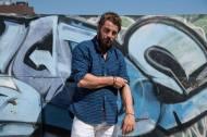 Ο Γιώργος στη φωτογράφιση για το One Man. Κοινοποίηση συνέντευξης στις 25 Αυγούστου 2017. Φωτογραφία: Φραντζέσκα Γιαϊτζόγλου-Watkinson