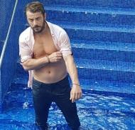 Ο Γιώργος κατά τη διάρκεια της φωτογράφισης για το Down Town Cy που κυκλοφόρησε στις 27 Αυγούστου 2017. Φωτογραφία: alexanderpriftis Instagram