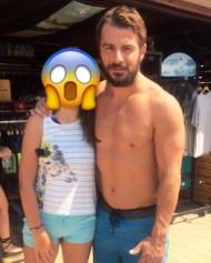 Ο Γιώργος με φαν στη Βάρκιζα κατά τη διάρκεια της φωτογράφισης για το περιοδικό Down Town - 9 Αυγούστου 2017 Φωτογραφία: giorgos_aggelopoulos_love Instagram