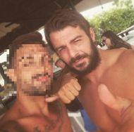 Ο Γιώργος με φαν στη Βάρκιζα κατά τη διάρκεια της φωτογράφισης για το περιοδικό Down Town - 9 Αυγούστου 2017 Φωτογραφία: arnold.d.mtt Instagram