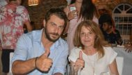 Ο Γιώργος με τη μητέρα του Ουρανία στο Carnayo μετά την άφιξή του στη Σκιάθο μετά τη νίκη του στο Survivor - 14 Ιουλίου 2017