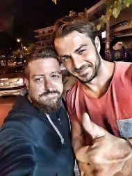 Ο Γιώργος με φαν στην Αθήνα στις 30 Αυγούστου 2017 Φωτογραφία: Κωστας Νακας Facebook