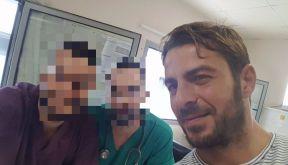 Ο Γιώργος στο νοσοκομείο του Βόλου όπου επισκέπτεται έναν φίλο του ειδικευόμενο γιατρό Φωτογραφία: Giwrgos Gkiaourakis Facebook