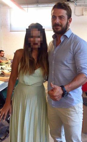 Ο Γιώργος μαζί με μια θαυμάστρια στα γραφεία της Digital Minds - 11 Ιουλίου 2017 Φωτογραφία: nastasiatab Instagram