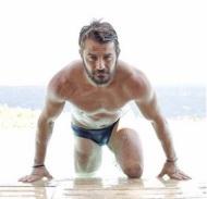 """Ο Γιώργος σε μια φωτογραφία για περιοδικό """"Down Town"""" που κυκλοφόρησε στις 17 Αυγούστου 2017. Η συγκεκριμένη δεν χρησιμοποιήθηκε στην τελική έντυπη έκδοση. Φωτογραφία: Νίκος Κόκκας"""