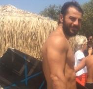 Ο Γιώργος στο Yabanaki στη Βάρκιζα κατά τη διάρκεια της φωτογράφισης για το περιοδικό Down Town - 9 Αυγούστου 2017 Φωτογραφία: giorgos_aggelopoulos_love Instagram