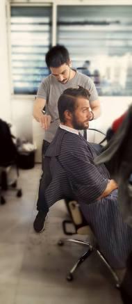 Ο Γιώργος στο μαγαζί Senior Barber & Grooming στο Αιγάλεω - 8 Ιουλίου 2017 Φωτογραφία: Senior Barber & Grooming Facebook