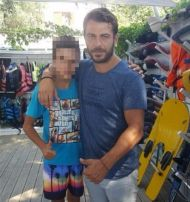 Ο Γιώργος στη Σκιάθο με φαν ανήμερα του 15Αυγούστου Φωτογραφία: stamatisvel Instagram