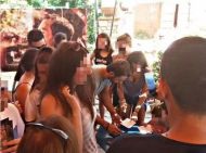 """Ο Γιώργος υπογράφει αυτόγραφα στον φούρνο """"Ντάνος"""" στη Σκιάθο - 12 Αυγούστου 2017"""