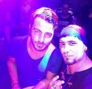 Ο Γιώργος με φαν κατά τη βραδινή του έξοδο στο Enzzo Club Stage στις 29 Αυγούστου 2017 Φωτογραφία: Nikos Antwniou Facebook
