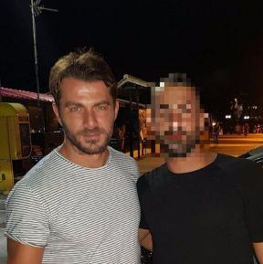 Ο Γιώργος στην Σκιάθο μαζί με φαν - 11 Αυγούστου 2017 Φωτογραφία: athos.chr Instagram