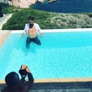 """Ο Γιώργος κατά τη διάρκεια της φωτογράφισης για το περιοδικό """"Down Town"""" που κυκλοφόρησε στις 17 Αυγούστου 2017. Η φωτογράφιση έγινε στις 9 Αυγούστου. Φωτογραφία: danos_ga Instagram"""
