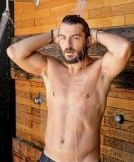 """Ο Γιώργος στο περιοδικό """"Down Town"""" που κυκλοφόρησε στις 17 Αυγούστου 2017, φιλοξενώντας τη συνέντευξή του Φωτογραφία: Νίκος Κόκκας"""