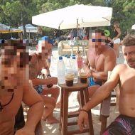 Ο Γιώργος με φίλους στη Σκιάθο - 14 Αυγούστου 2017 Φωτογραφία: anestiskoudounis Instagram