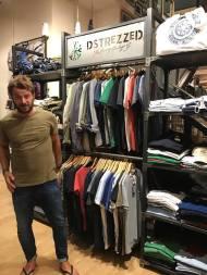 Ο Γιώργος στο μαγαζί NewCult στην Γλυφάδα - 13 Ιουλίου 2017 Φωτογραφία: NewCult Gr Facebook