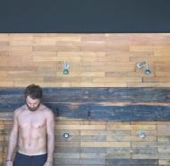 """Ο Γιώργος κατά τη διάρκεια της φωτογράφισης για το περιοδικό """"Down Town"""" που κυκλοφόρησε στις 17 Αυγούστου 2017. Η φωτογράφιση έγινε στις 9 Αυγούστου. Φωτογραφία: tasosbbc Instagram"""