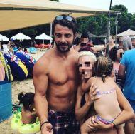 Ο Γιώργος με φαν στη Σκιάθο - 21 Αυγούστου 2017 Φωτογραφία: mamitamouhotmail.com_ Instagram