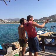 Ο Γιώργος μαζί με συνάδελφο στον Ναυτικό Όμιλο Βουλιαγμένης - 10 Αυγούστου 2017 Φωτογραφία: Vouliagmeni Waterski & Wakeboard School Facebook