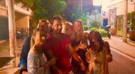 """Ο Γιώργος με φανς στο """"Κουτούκι του Καλλίνικου"""" στην Καισαριανή - 30 Αυγούστου 2017 Φωτογραφία: xeniarousinou Instagram"""