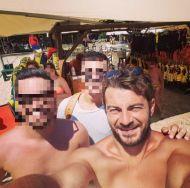 Ο Γιώργος με φανς στη Σκιάθο στις 17 Αυγούστου 2017 Φωτογραφία: vasilis.vo Instagram