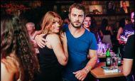 Ο Γιώργος με φαν κατά τη βραδινή του έξοδο στο Enzzo Club Stage στις 29 Αυγούστου 2017 Φωτογραφία: guestlist.gr Facebook