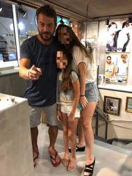 Ο Γιώργος με φανς στο μαγαζί NewCult στην Γλυφάδα - 13 Ιουλίου 2017 Φωτογραφία: NewCult Gr Facebook