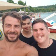 Ο Γιώργος με φανς στη Σκιάθο - 21 Αυγούστου 2017 Φωτογραφία: nikos_zisios_g13 Instagram