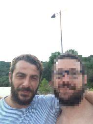 Ο Γιώργος στο Ψαροπούλι Ευβοίας με φαν πριν αναχωρήσει για Σκιάθο - 11 Αυγούστου 2017 Φωτογραφία: Δημος Μάρκου Facebook