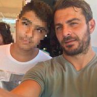 """Ο Γιώργος με φαν στον φούρνο """"Ντάνος"""" στη Σκιάθο - 12 Αυγούστου 2017 Φωτογραφία: _kotsonis & mariakotsone Instagram"""