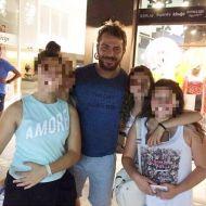 Ο Γιώργος με φανς στο μαγαζί NewCult στην Γλυφάδα - 13 Ιουλίου 2017