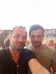 """Ο Γιώργος μαζί με φαν στον φούρνο """"Ντάνος"""" στη Σκιάθο στις 12 Αυγούστου 2017 Φωτογραφία: Σπυρος Μπελτσιος Facebook"""