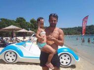 Ο Γιώργος με μία μικρή φαν στη Σκιάθο - 13 Αυγούστου 2017 Φωτογραφία: Savvidou Dora Facebook