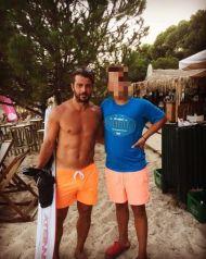 Ο Γιώργος με φαν στη Σκιάθο στις 19 Αυγούστου 2017 Φωτογραφία: kostis___ Instagram