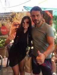 """Ο Γιώργος με φαν στον φούρνο """"Ντάνος"""" στη Σκιάθο - 12 Αυγούστου 2017 Φωτογραφία: vayalambrou_official Instagram"""