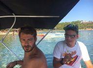 Ο Γιώργος στη Σκιάθο με φαν ανήμερα του 15Αυγούστου Φωτογραφία: s.zisis Instagram