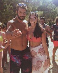 Ο Γιώργος με φαν στην Σκιάθο - 15 Ιουλίου 2017 Φωτογραφία: demii_gk Instagram