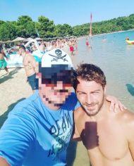 Ο Γιώργος με φαν στη Σκιάθο - 14 Αυγούστου 2017 Φωτογραφία: fotislampros Instagram
