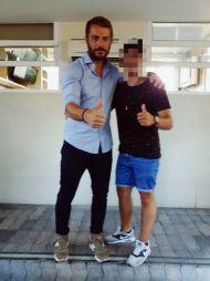 Ο Γιώργος με φαν στα στούντιο του ΣΚΑΙ - 10 Ιουλίου 2017 Φωτογραφία: george_tsoukas Instagram