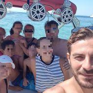 Ο Γιώργος με φανς στο σκάφος του στη Σκιάθο - 13 Αυγούστου 2017 Φωτογραφία: Savvidou Dora Facebook