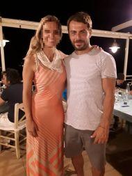 Ο Γιώργος με φαν στο Infinity Blue Restaurant στη Σκιάθο στις 16 Αυγούστου 2017 Φωτογραφία: Matina Bill Facebook