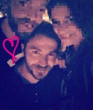 """Ο Γιώργος με φαν στον """"Πλάτανο"""" στη Σκιάθο στις 17 Αυγούστου 2017 Φωτογραφία: giorgiapisina Instagram"""