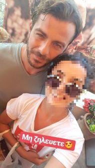 """Ο Γιώργος με φαν στον φούρνο """"Ντάνος"""" στη Σκιάθο - 12 Αυγούστου 2017 Φωτογραφία: aimikara Instagram"""
