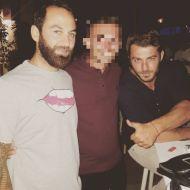 Ο Γιώργος και ο Κώστας με φαν στο Παράγκα Cocktail στην Κουρούτα - 27 Αυγούστου 2017 Φωτογραφία: dennismiha Instagram