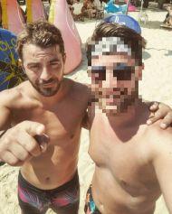 Ο Γιώργος με φαν στη Σκιάθο - 14 Αυγούστου 2017 Φωτογραφία: antonis_tsip Instagram