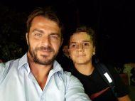 Ο Γιώργος με φαν στη Σκιάθο στις 19 Αυγούστου 2017 Φωτογραφία: Αντώνης Κυριάκου Facebook