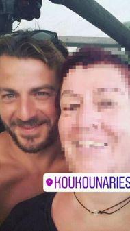 Ο Γιώργος με φαν στη Σκιάθο στις 19 Αυγούστου 2017 Φωτογραφία: Ιουλια Τσαμπάζη Facebook