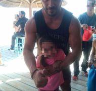 Ο Γιώργος μαζί με μια μικρή φαν στη Βάρκιζα όπου βρέθηκε μαζί με άλλους παίκτες του Survivor για το Make a Wish - 19 Σεπτεμβρίου 2017 Φωτογραφία: poporisgiorgos Instagram