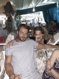 Ο Γιώργος με φαν στο Venue στη Σκιάθο στις 21 Αυγούστου 2017 Φωτογραφία: Foteini Kasidi Facebook