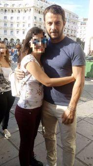 Ο Γιώργος μαζί με φαν στην πλατεία Αριστοτέλους στη Θεσσαλονίκη στις 24 Σεπτεμβρίου 2017 Φωτογραφία: Σταυρίνα Σκαρλάτου Facebook