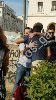 Ο Γιώργος με φαν στην Πλατεία Αριστοτέλους στις 24 Σεπτεμβρίου 2017 Φωτογραφία: danos_ga Facebook